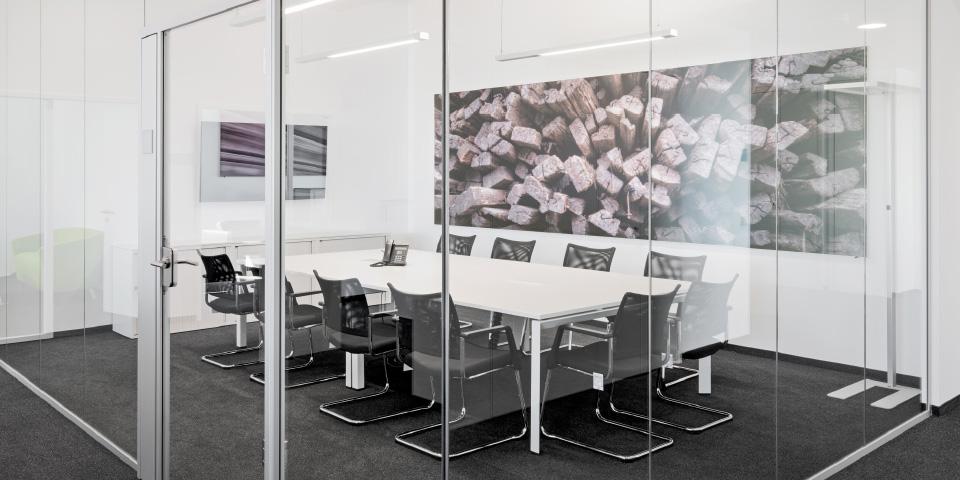 Verbesserte Sprachverständlichkeit in Konferenzräume durch Akustikbilder von Erler+Pless Hamburg © Adrian Schulz