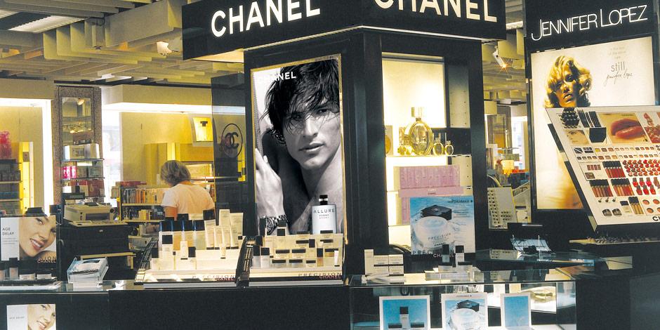 Chanel Werbekampagne am POS mit brillanten Großdias von Erler+Pless Hamburg