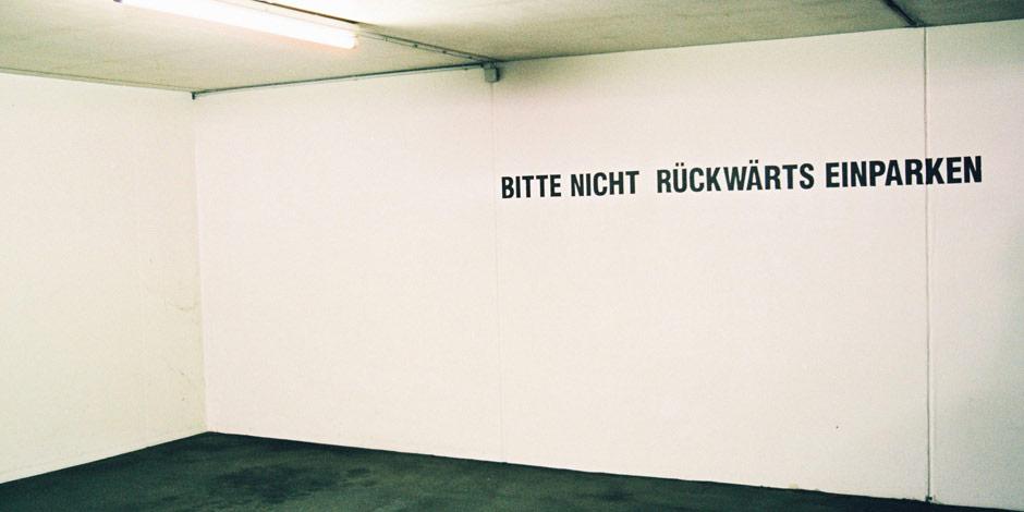 Konturgestanzte Folienschrift von Erler+Pless Hamburg als Parkhaus Beschilderung