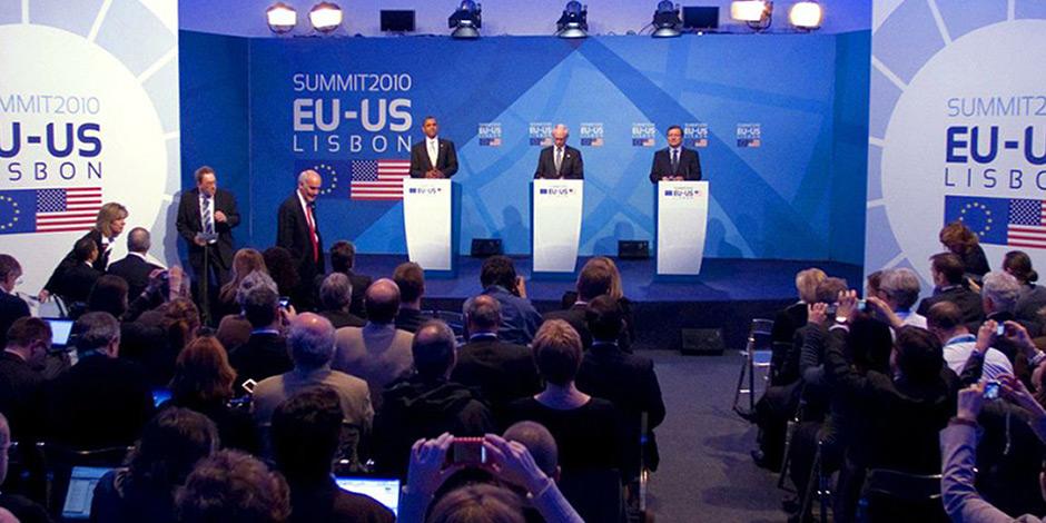 Textilspannrahmen von Erler+Pless Hamburg als Rückwand auf Kongress EU-US 2010
